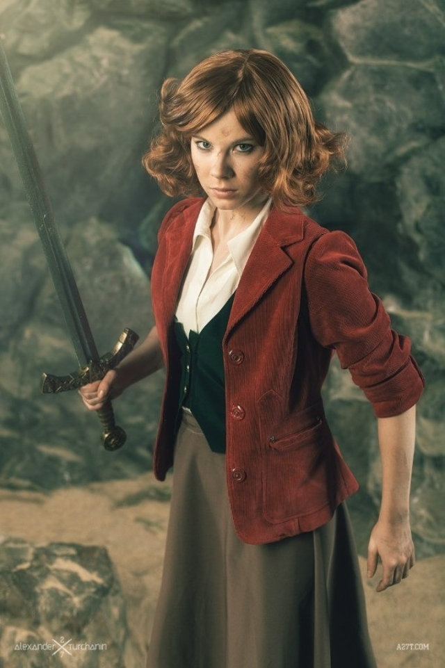 female-as-male-hobbit-cosplay-10