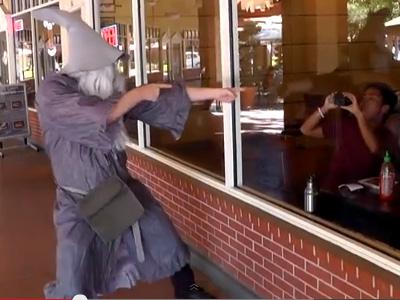 Vous… Ne rapperez… Pas ! Gandalf à nouveau star de Youtube
